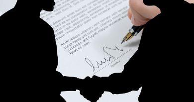 юрист по договорам